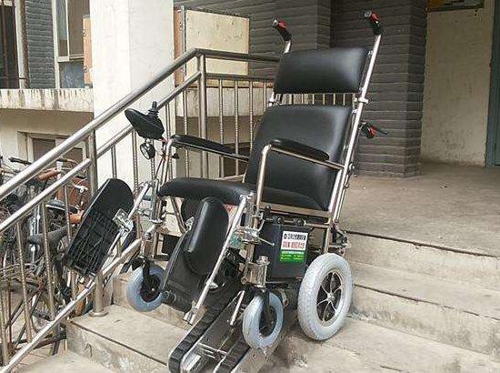 手推式爬楼轮椅