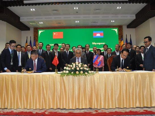河南银丰必威体育官网备用网址受邀参加中柬两国关于粮食EPC项目合同签约仪式