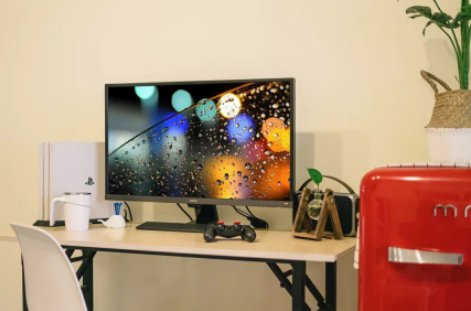 How to choose a monitor when playing PS4 in a university dormitory?