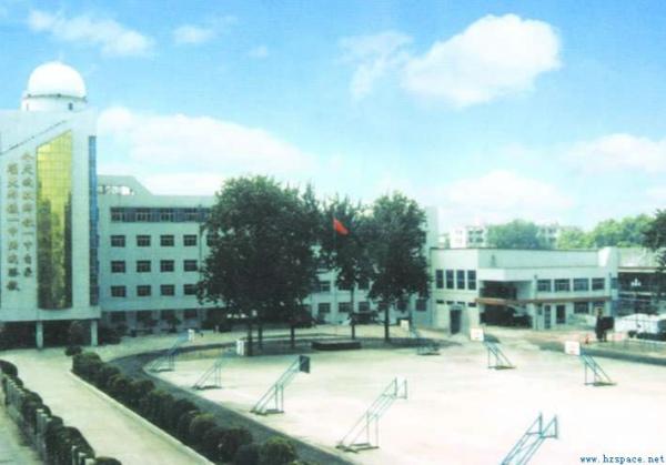 河南郑州郑铁一中体育馆