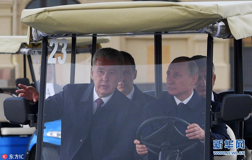 普京大帝又玩大了,这次驾驶的不是飞机,也不是坦克,而是...