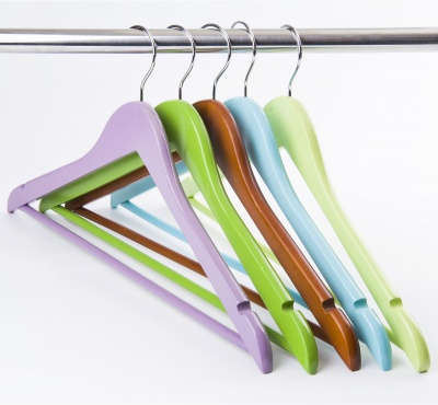 Factory supplier cheap colored top clothing wooden coat hanger